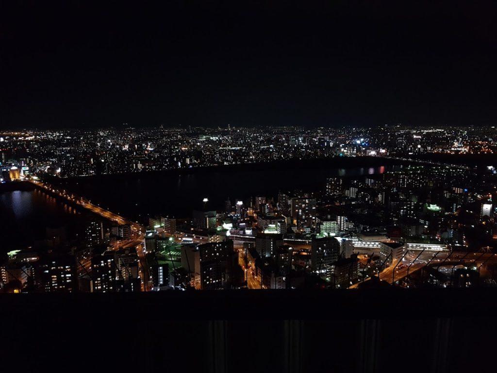 Pemandangan keren dari Umeda Sky Building