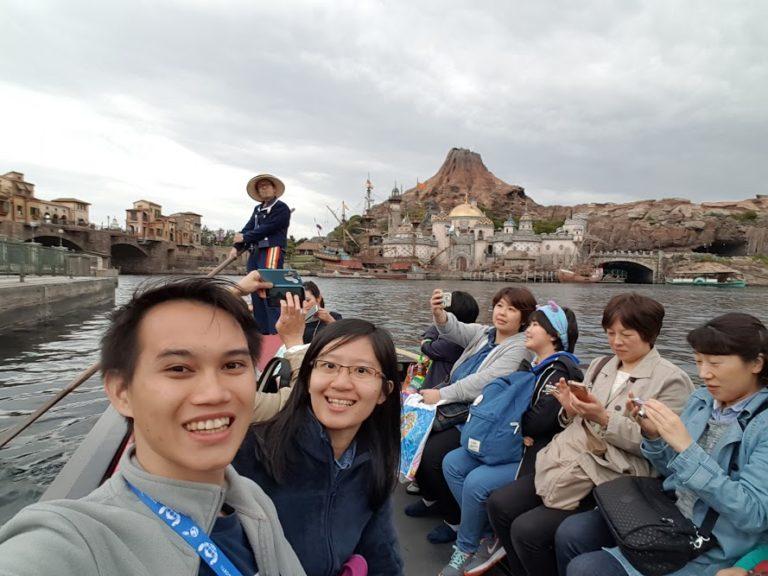 Naik gondola di Tokyo DisneySea