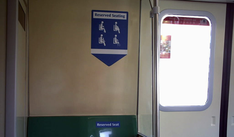 Reserved Seatingdi MRT Singapore (Andy Storm, 2012)