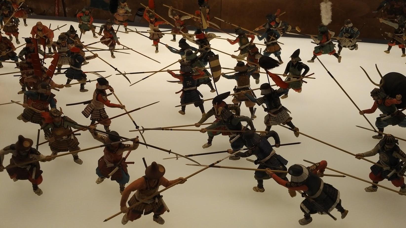 Replika perang di Osaka Castle Museum