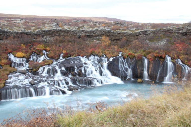 Air terjun aslinya lebih panjang dan lebih cantik daripada gambar ini!